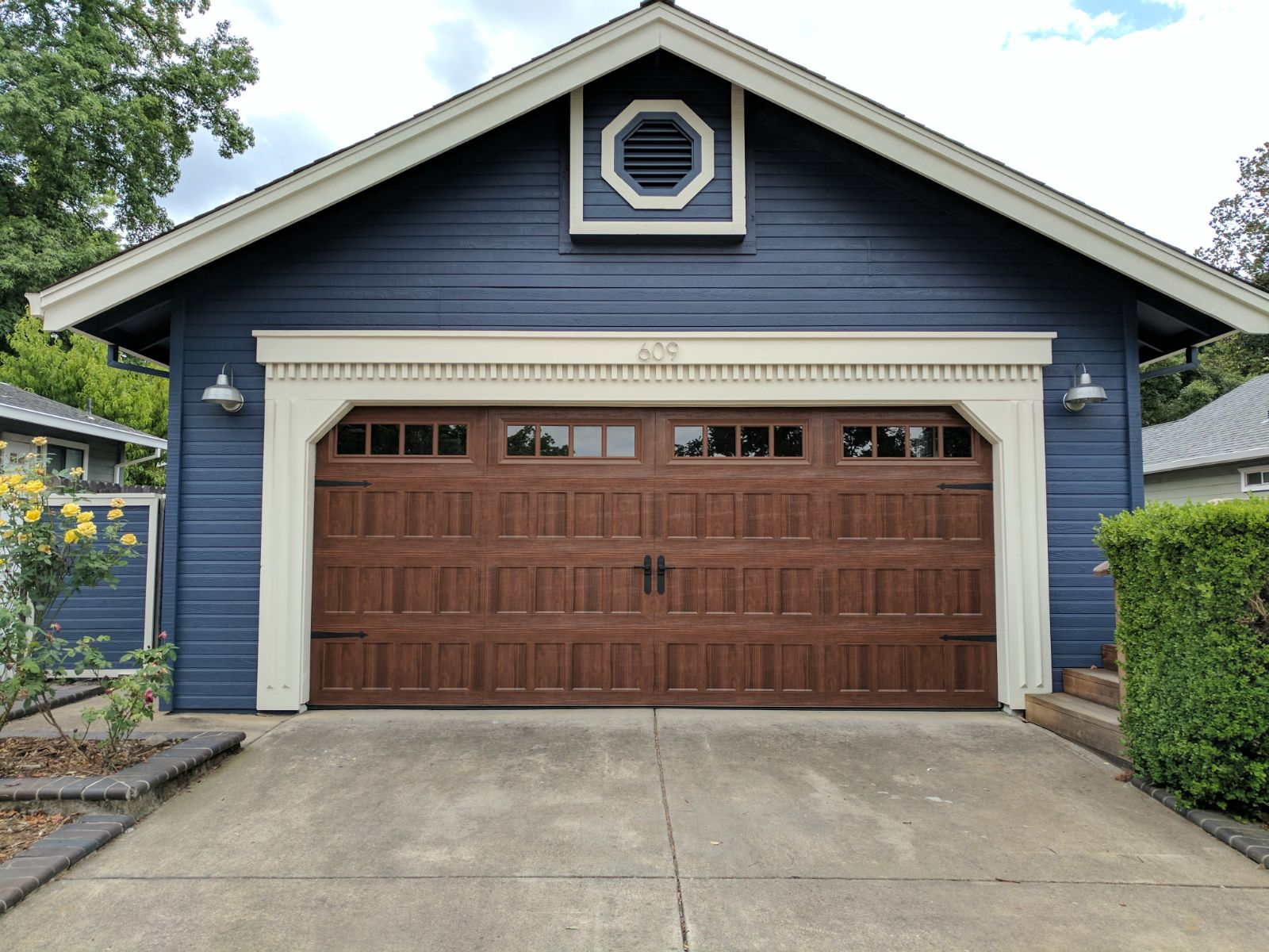 Oak summit 1000 garage doors by amarr sugar land garage for 2 door garage door